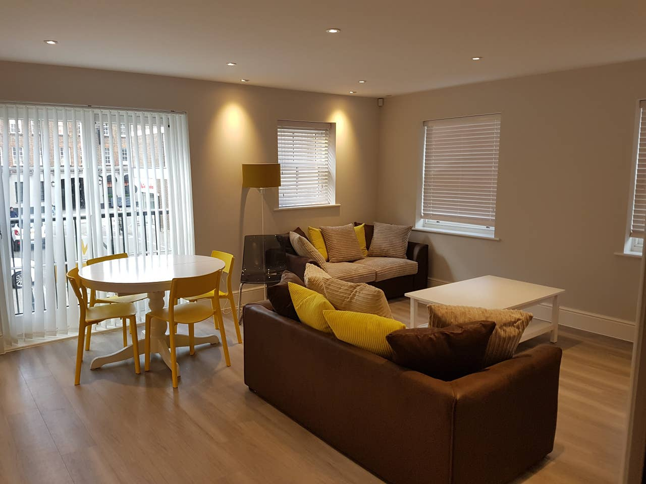 Book-Brentwood-Serviced-Apartments-located-near-Brentwood-railway-station-at-low-cost.We-offer-a-fully-equipped-kitchen-featuring-a-dishwasher,-a-microwave.