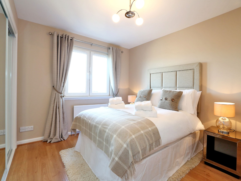 Aberdeen-Luxury-Accommodation---Bothwell-Road-Apartments-Near-Beach-Leisure-Centre---Urban-Stay-1