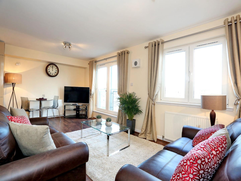 Aberdeen-Luxury-Accommodation---Bothwell-Road-Apartments-Near-Beach-Leisure-Centre---Urban-Stay-5