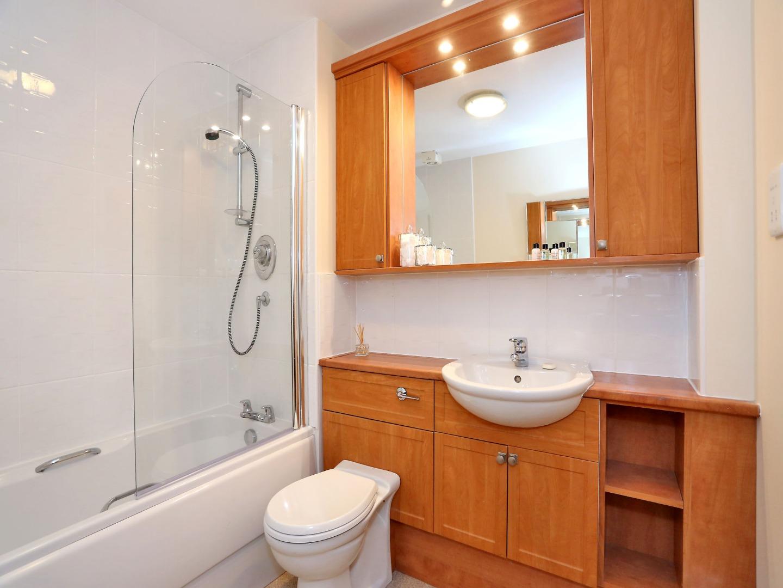 Aberdeen-Luxury-Accommodation---Bothwell-Road-Apartments-Near-Beach-Leisure-Centre---Urban-Stay-6