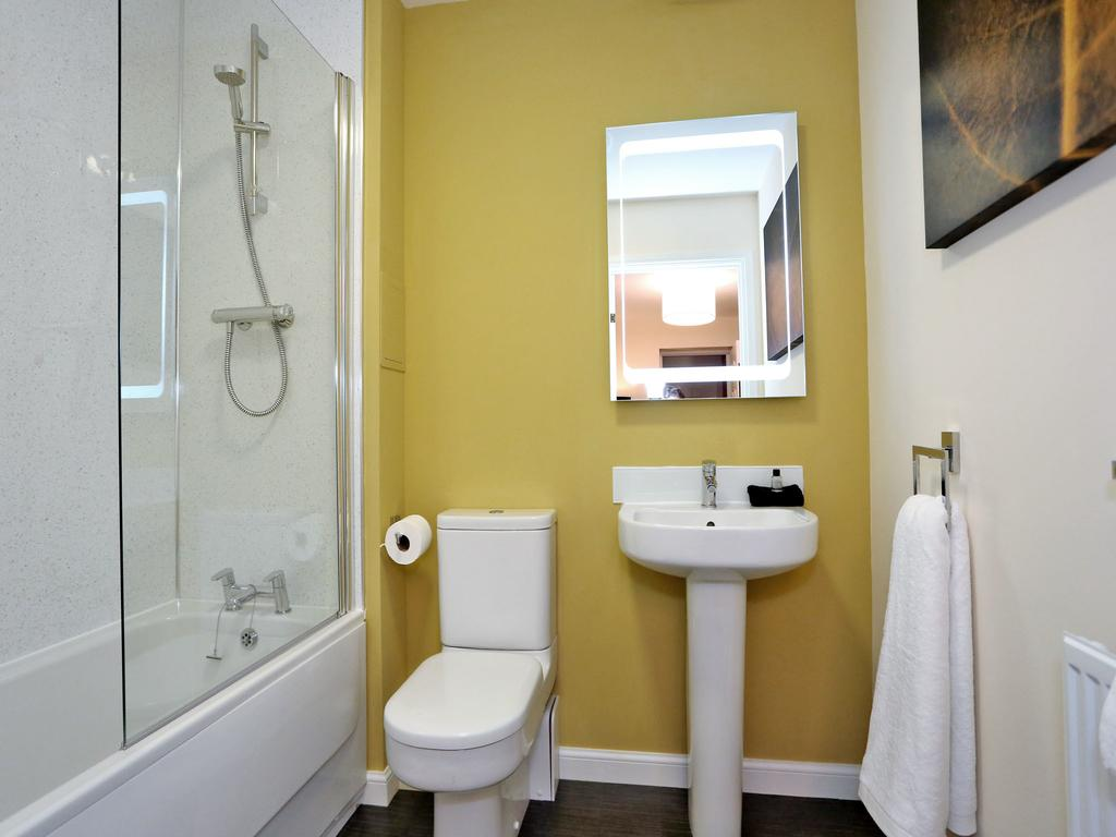 Aberdeen-Self-catering-Accommodation---Burnside-Road-Apartments-Near-University-of-Aberdeen---Urban-Stay-6