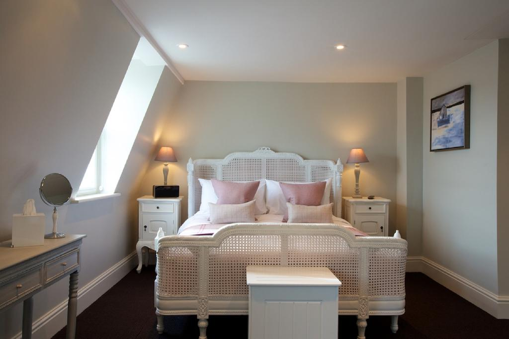Bath-Serviced-Apartments---George-Street-Apartments-Near-Holbourn-Musuem-and-Roman-Baths---Urban-Stay-11