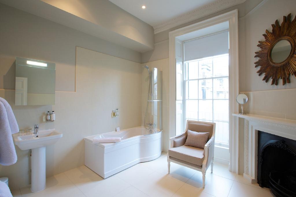 Bath-Serviced-Apartments---George-Street-Apartments-Near-Holbourn-Musuem-and-Roman-Baths---Urban-Stay-12