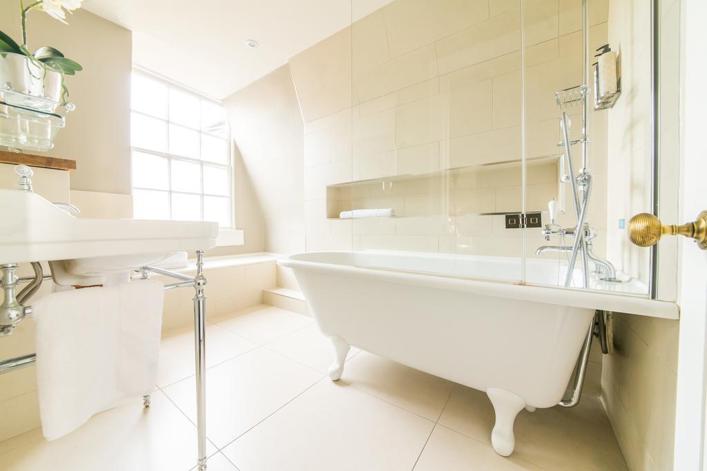 Bath-Serviced-Apartments---George-Street-Apartments-Near-Holbourn-Musuem-and-Roman-Baths---Urban-Stay-13