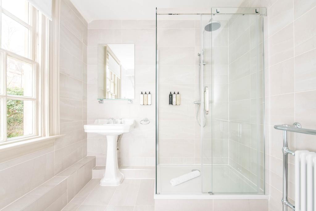 Bath-Serviced-Apartments---George-Street-Apartments-Near-Holbourn-Musuem-and-Roman-Baths---Urban-Stay-2