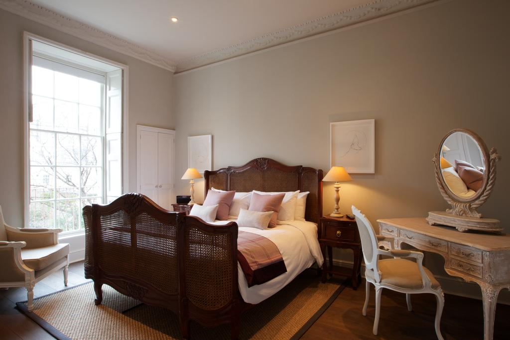 Bath-Serviced-Apartments---George-Street-Apartments-Near-Holbourn-Musuem-and-Roman-Baths---Urban-Stay-5