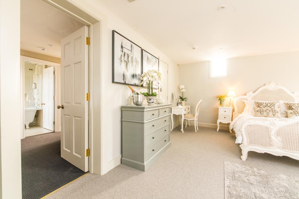 Bath-Serviced-Apartments---George-Street-Apartments-Near-Holbourn-Musuem-and-Roman-Baths---Urban-Stay-9