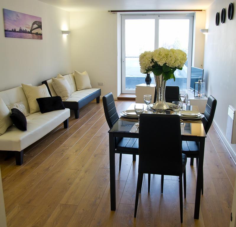 Brentwood-Luxury-Accommodation---Beckett-Apartments-Near-Bentley-Golf-Club---Urban-Stay-1