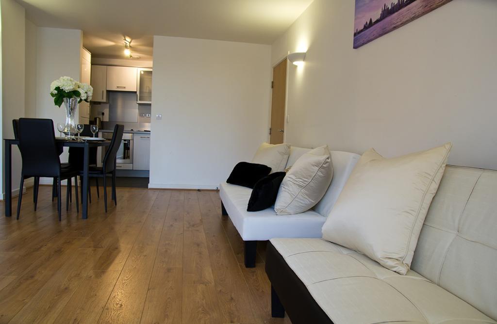 Brentwood-Luxury-Accommodation---Beckett-Apartments-Near-Bentley-Golf-Club---Urban-Stay-13