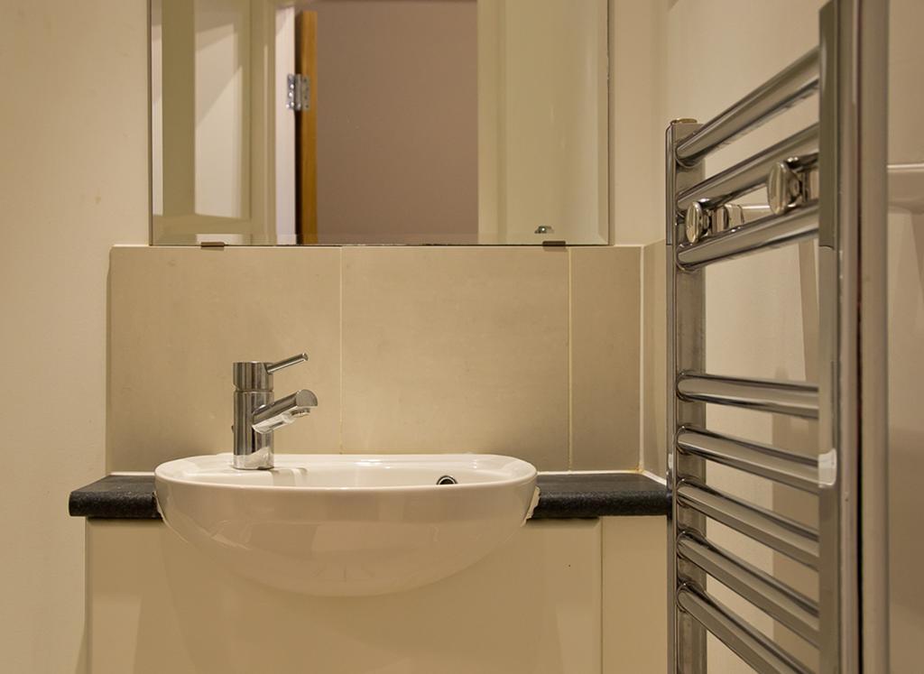 Brentwood-Luxury-Accommodation---Beckett-Apartments-Near-Bentley-Golf-Club---Urban-Stay-15