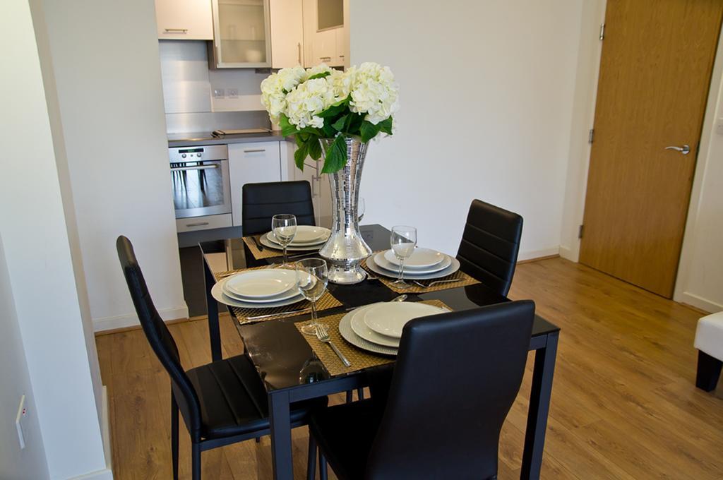 Brentwood-Luxury-Accommodation---Beckett-Apartments-Near-Bentley-Golf-Club---Urban-Stay-6