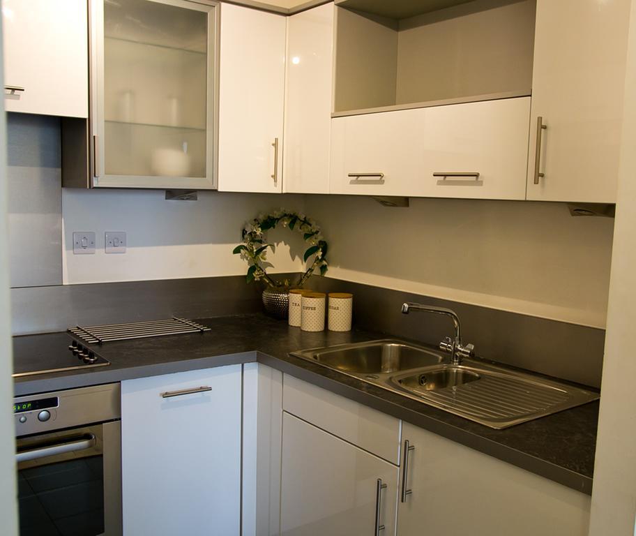 Brentwood-Luxury-Accommodation---Beckett-Apartments-Near-Bentley-Golf-Club---Urban-Stay-7