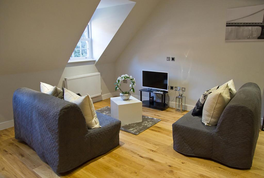 Brentwood-Serviced-Accommodation---Brentwood-City-Apartments-Near-Romford-Golf-Club---Urban-Stay-1