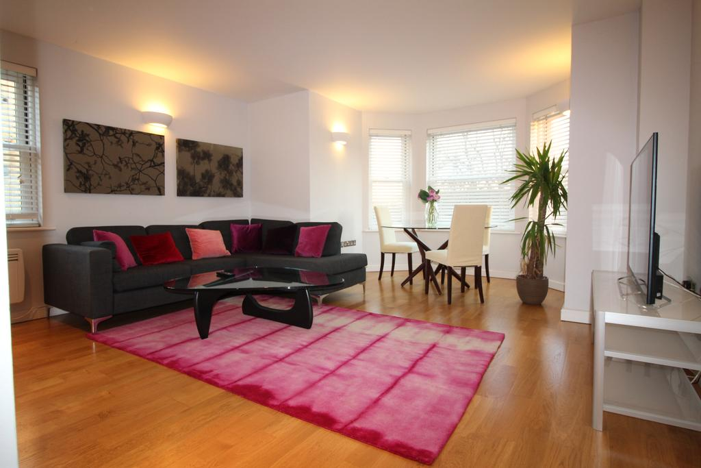 Cambridge-Serviced-Apartments-Situated-in-the-centre-of-Cambridge-near-the-University-of-Cambridge-are-available-now!-Contact-Urban-Stay-for-availability!!
