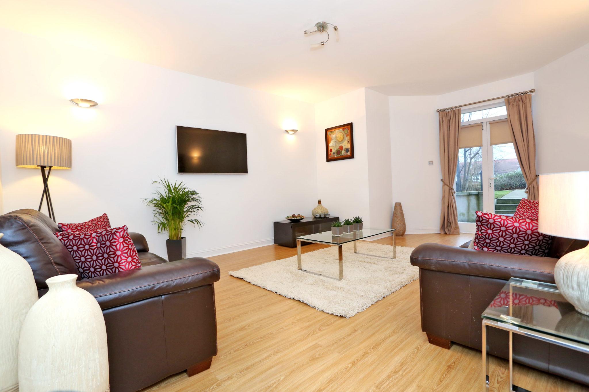 Cheap-Accommodation-Aberdeen---Queen's-Road-Apartments-Near-Hazelhead-Park---Urban-Stay-1