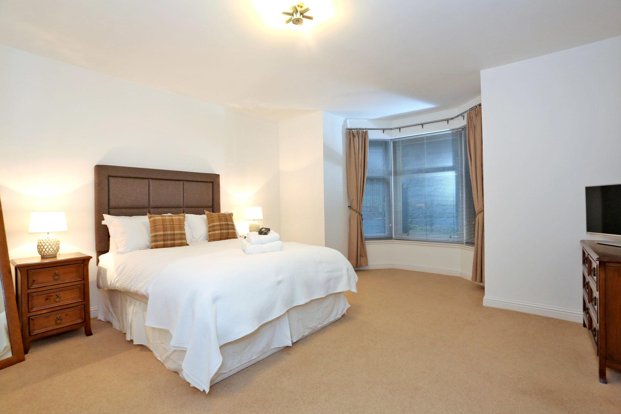 Cheap-Accommodation-Aberdeen---Queen's-Road-Apartments-Near-Hazelhead-Park---Urban-Stay-5