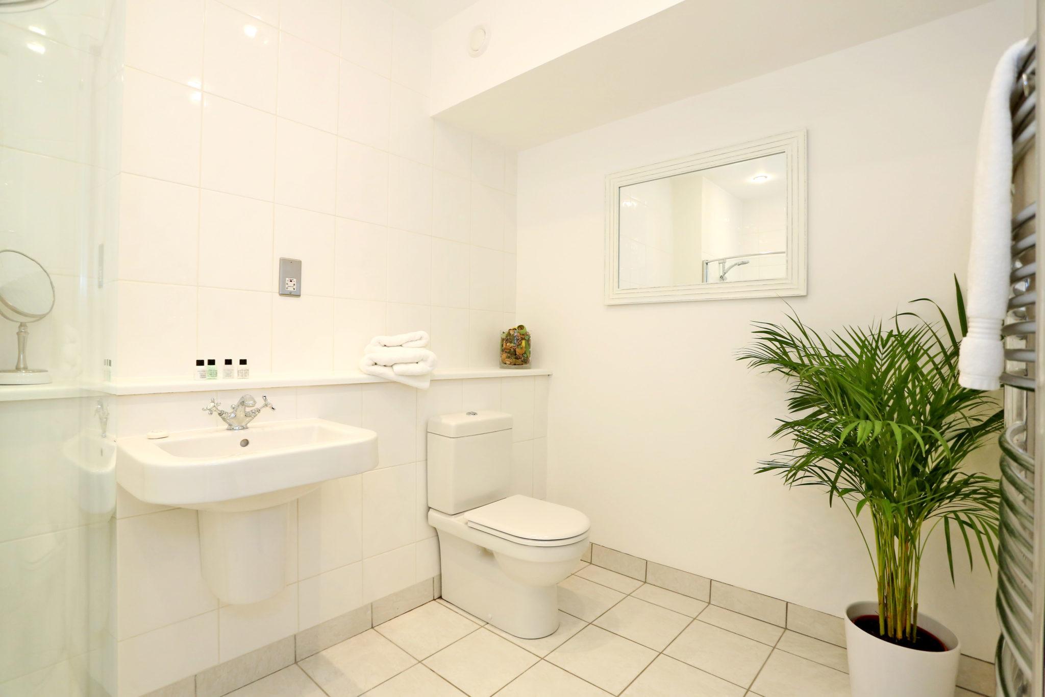Cheap-Accommodation-Aberdeen---Queen's-Road-Apartments-Near-Hazelhead-Park---Urban-Stay-6