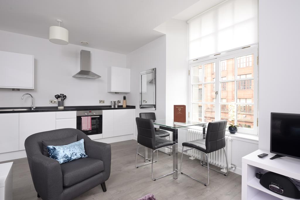 Cheap-Accommodation-Glasgow---Glassford-Street-Apartments-Near-Royal-Concert-Hall---Urban-Stay-1