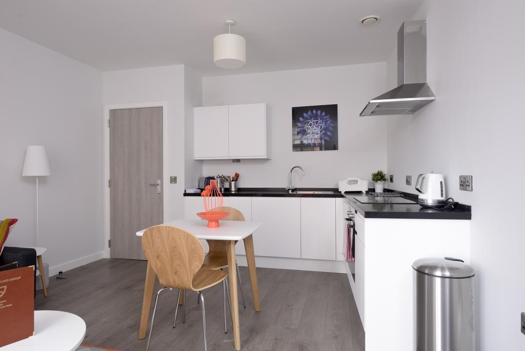 Cheap-Accommodation-Glasgow---Glassford-Street-Apartments-Near-Royal-Concert-Hall---Urban-Stay-13