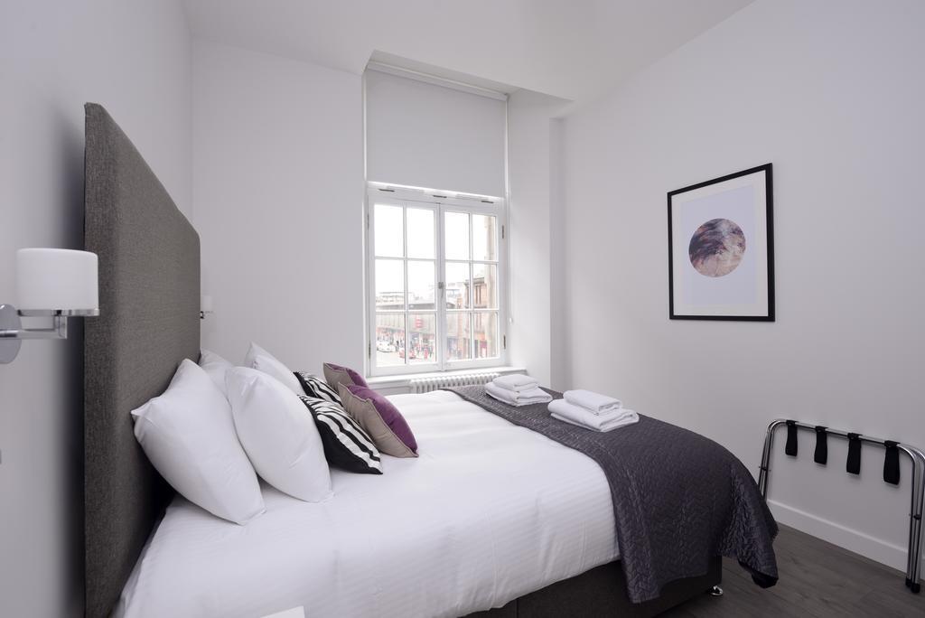 Cheap-Accommodation-Glasgow---Glassford-Street-Apartments-Near-Royal-Concert-Hall---Urban-Stay-16
