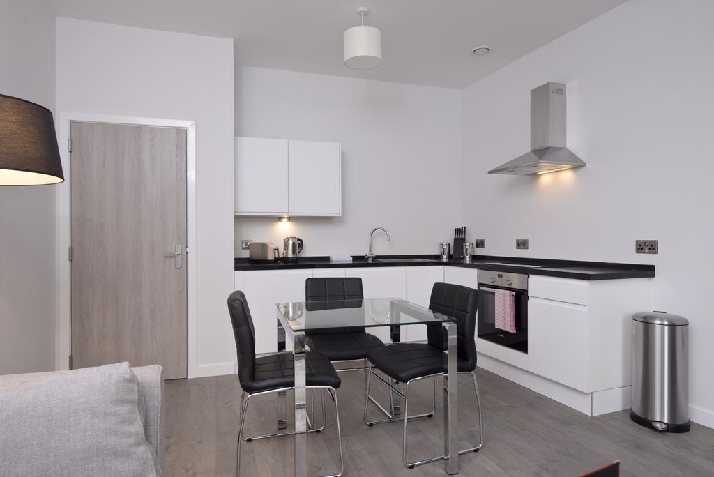 Cheap-Accommodation-Glasgow---Glassford-Street-Apartments-Near-Royal-Concert-Hall---Urban-Stay-17