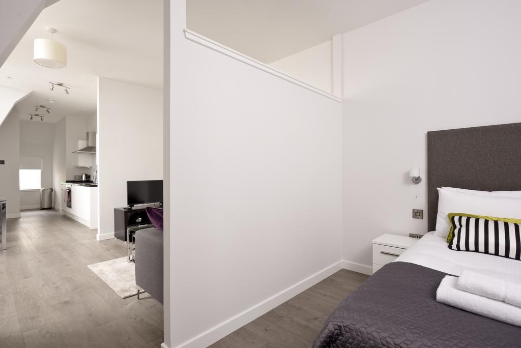 Cheap-Accommodation-Glasgow---Glassford-Street-Apartments-Near-Royal-Concert-Hall---Urban-Stay-19