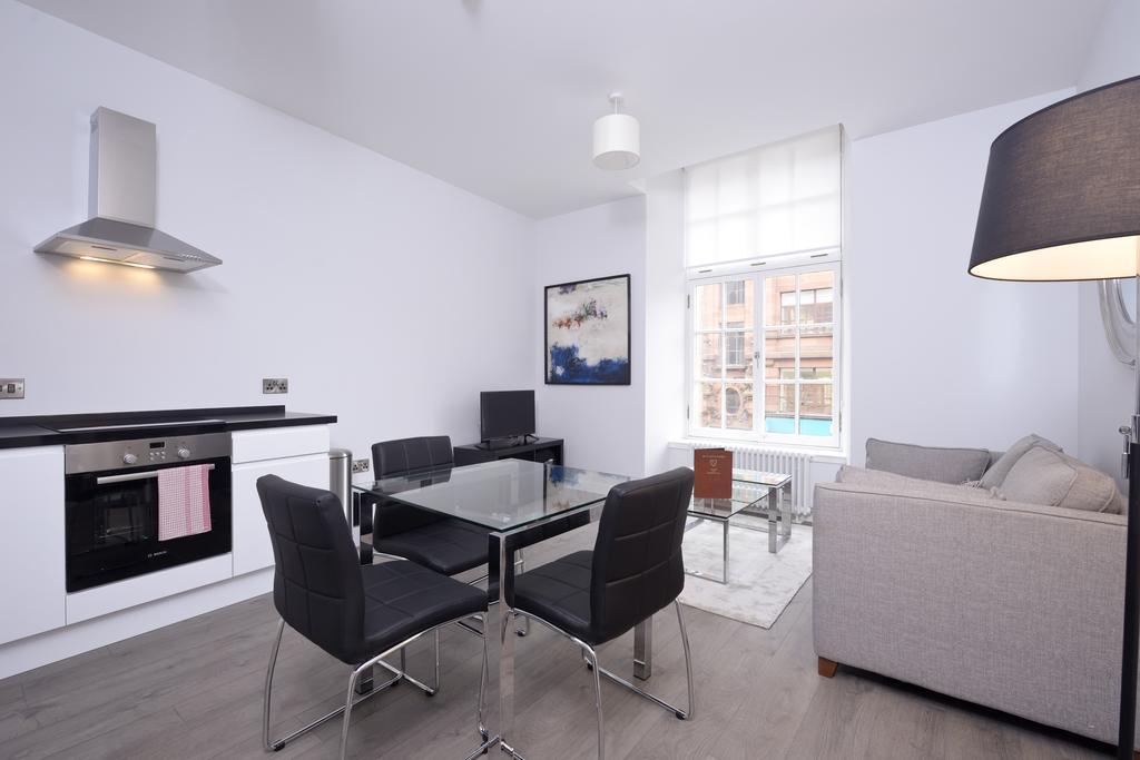 Cheap-Accommodation-Glasgow---Glassford-Street-Apartments-Near-Royal-Concert-Hall---Urban-Stay-2