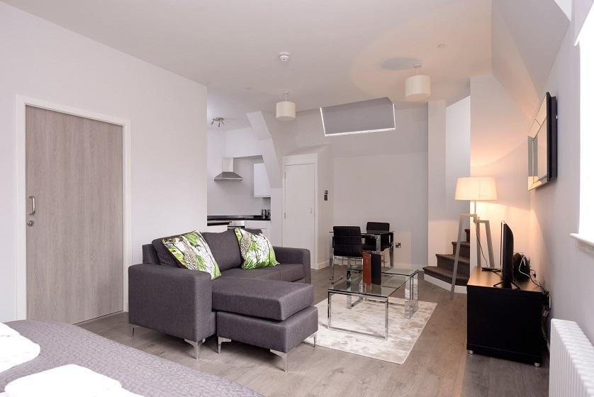 Cheap-Accommodation-Glasgow---Glassford-Street-Apartments-Near-Royal-Concert-Hall---Urban-Stay-7