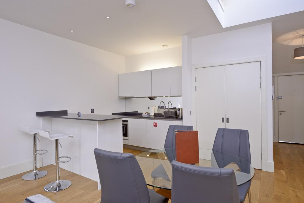 Cheap-Apartments-Edinburgh---Andrews-Square-Apartments-Near-Waverley-Railway-Station-Urban-Stay-10
