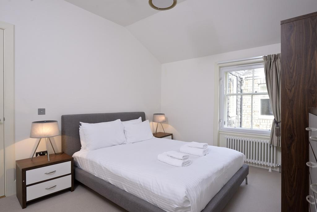 Cheap-Apartments-Edinburgh---Andrews-Square-Apartments-Near-Waverley-Railway-Station-Urban-Stay-4