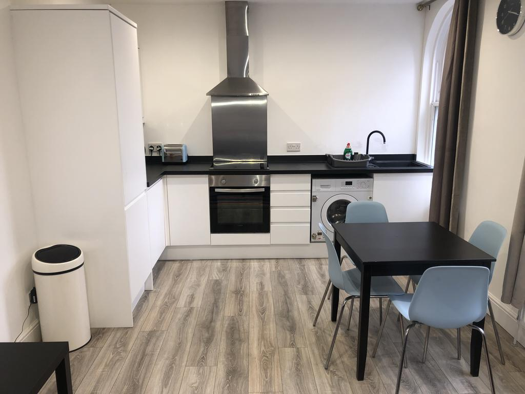 Chelmsford-Serviced-Apartments---Broomfield-Apartments-Near-Chelmsford-Cathedral---Urban-Stay-10
