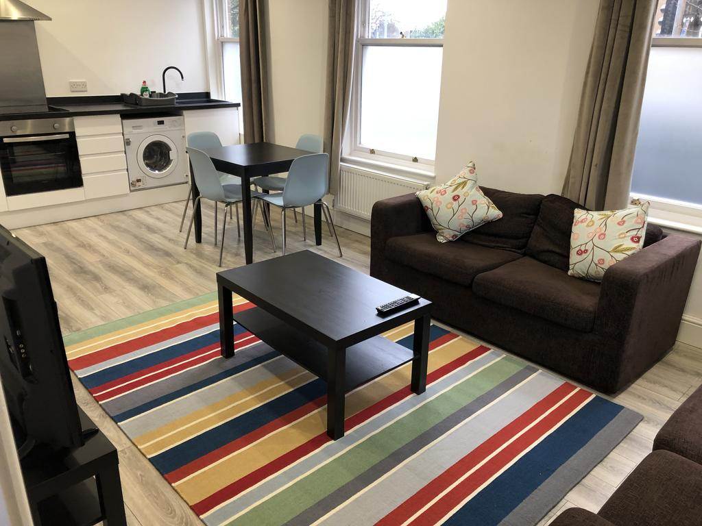 Chelmsford-Serviced-Apartments---Broomfield-Apartments-Near-Chelmsford-Cathedral---Urban-Stay-11