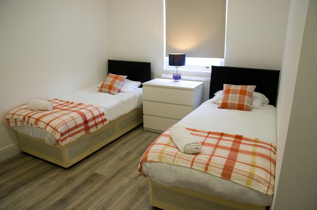 Chelmsford-Serviced-Apartments---Broomfield-Apartments-Near-Chelmsford-Cathedral---Urban-Stay-12