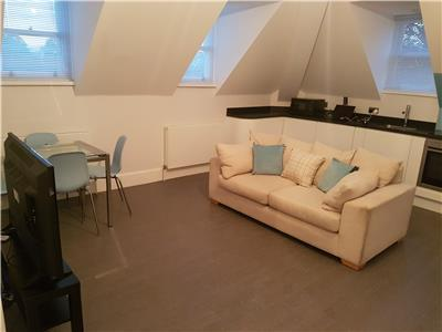 Chelmsford-Serviced-Apartments---Broomfield-Apartments-Near-Chelmsford-Cathedral---Urban-Stay-13