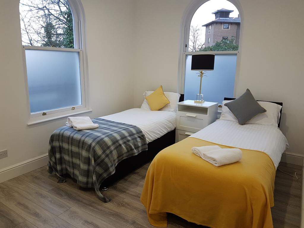Chelmsford-Serviced-Apartments---Broomfield-Apartments-Near-Chelmsford-Cathedral---Urban-Stay-14