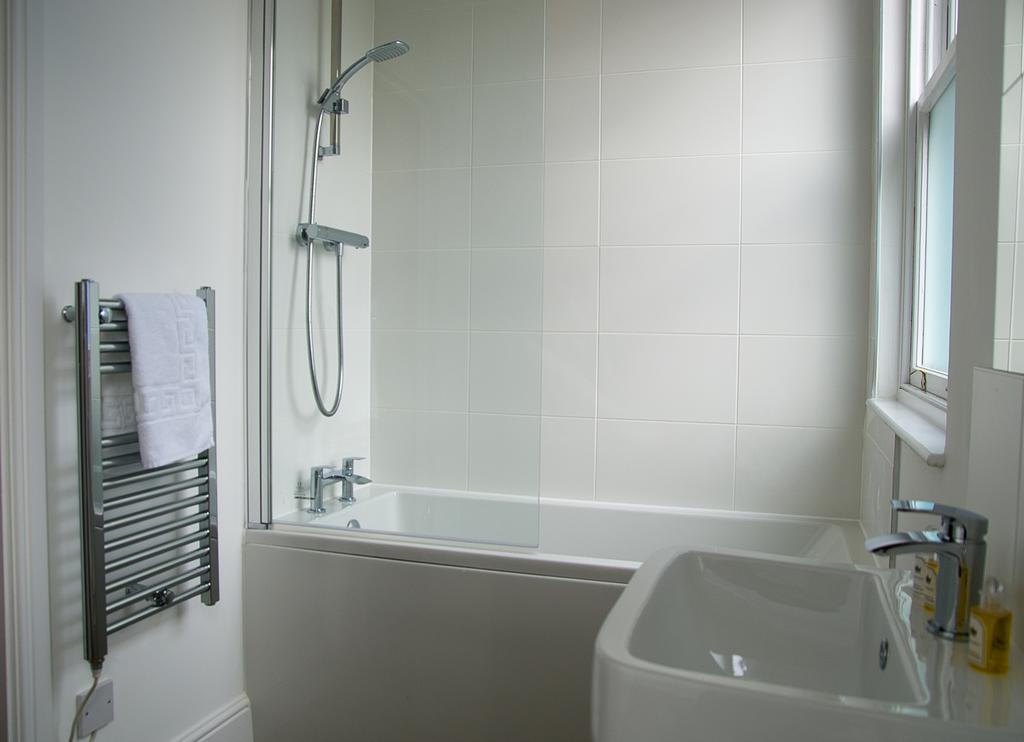 Chelmsford-Serviced-Apartments---Broomfield-Apartments-Near-Chelmsford-Cathedral---Urban-Stay-16