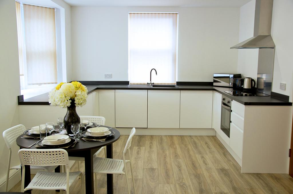 Chelmsford-Serviced-Apartments---Broomfield-Apartments-Near-Chelmsford-Cathedral---Urban-Stay-18