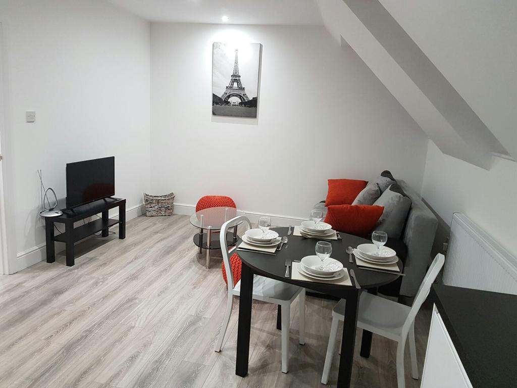 Chelmsford-Serviced-Apartments---Broomfield-Apartments-Near-Chelmsford-Cathedral---Urban-Stay-21