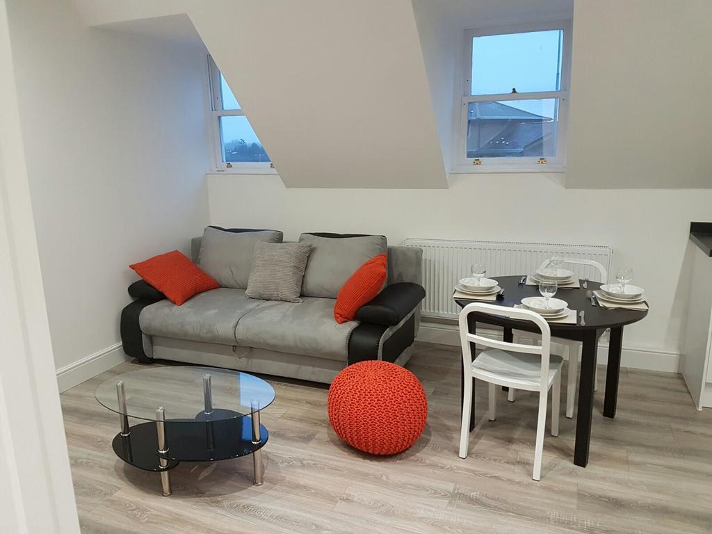 Chelmsford-Serviced-Apartments---Broomfield-Apartments-Near-Chelmsford-Cathedral---Urban-Stay-22