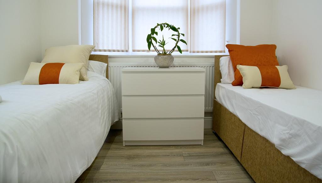 Chelmsford-Serviced-Apartments---Broomfield-Apartments-Near-Chelmsford-Cathedral---Urban-Stay-4
