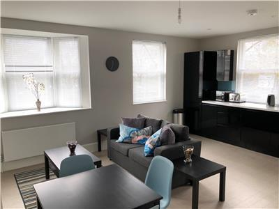 Chelmsford-Serviced-Apartments---Broomfield-Apartments-Near-Chelmsford-Cathedral---Urban-Stay-8