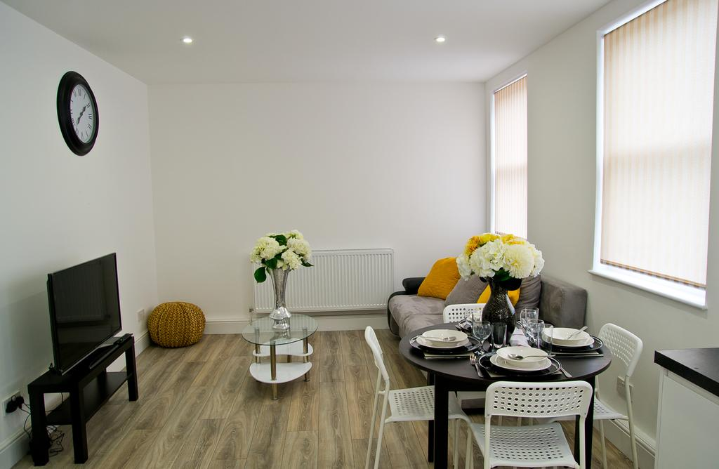 Chelmsford-Serviced-Apartments---Broomfield-Apartments-Near-Chelmsford-Cathedral---Urban-Stay-9