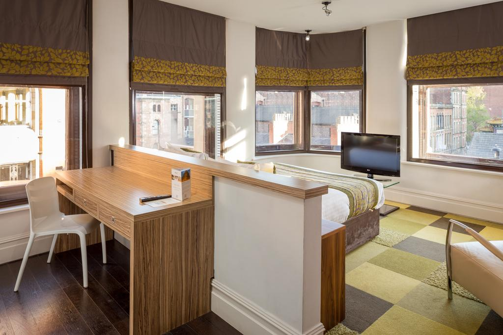 Corporate-Accommodation-Manchester---Manchester-City-Apartments-Near-Piccadilly-Gardens--Urban-Stay-14
