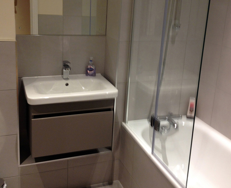 Corporate-Accommodation-West-Drayton-Available-Now!-I-Book-Short-Let-Apartments-in-West-Drayton-I-Featuring-Free-Wi-Fi,-Parking-and-Housekeeping