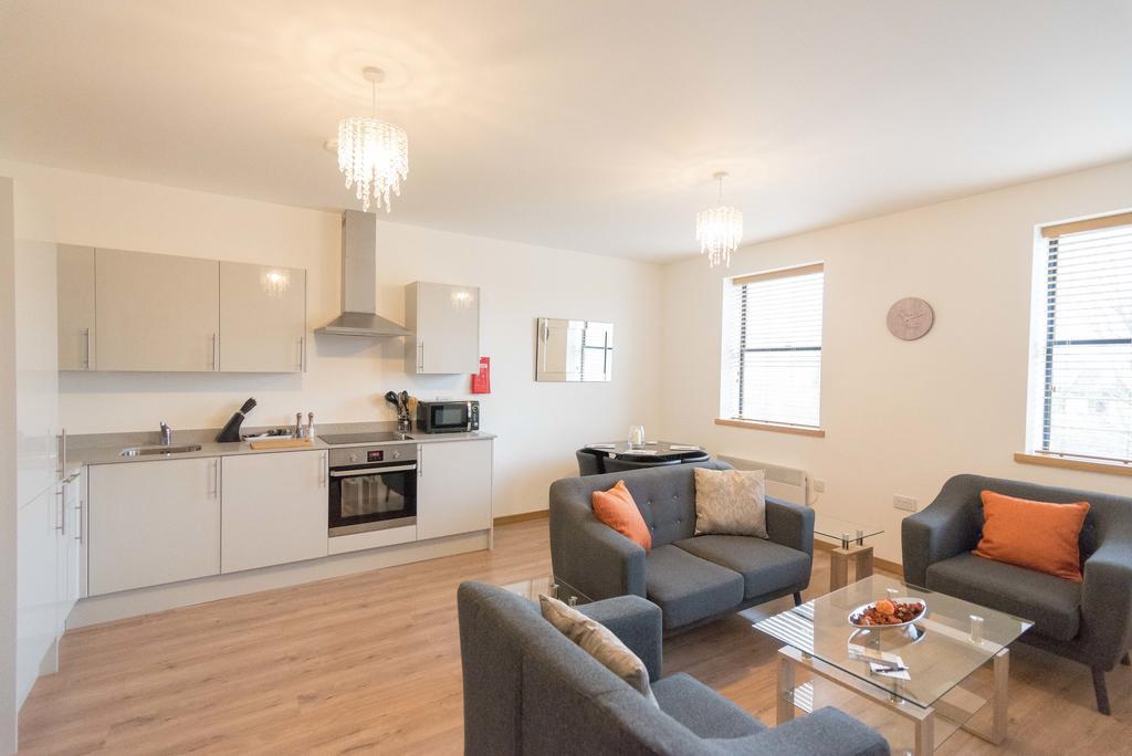 Corporate-Apartments-Swindon---The-Quadrant-Apartments-Near-Swindon-Designer-Outlet---Urban-Stay-1
