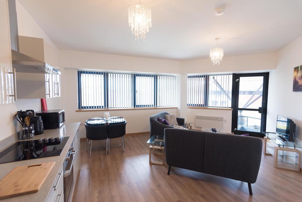 Corporate-Apartments-Swindon---The-Quadrant-Apartments-Near-Swindon-Designer-Outlet---Urban-Stay-10