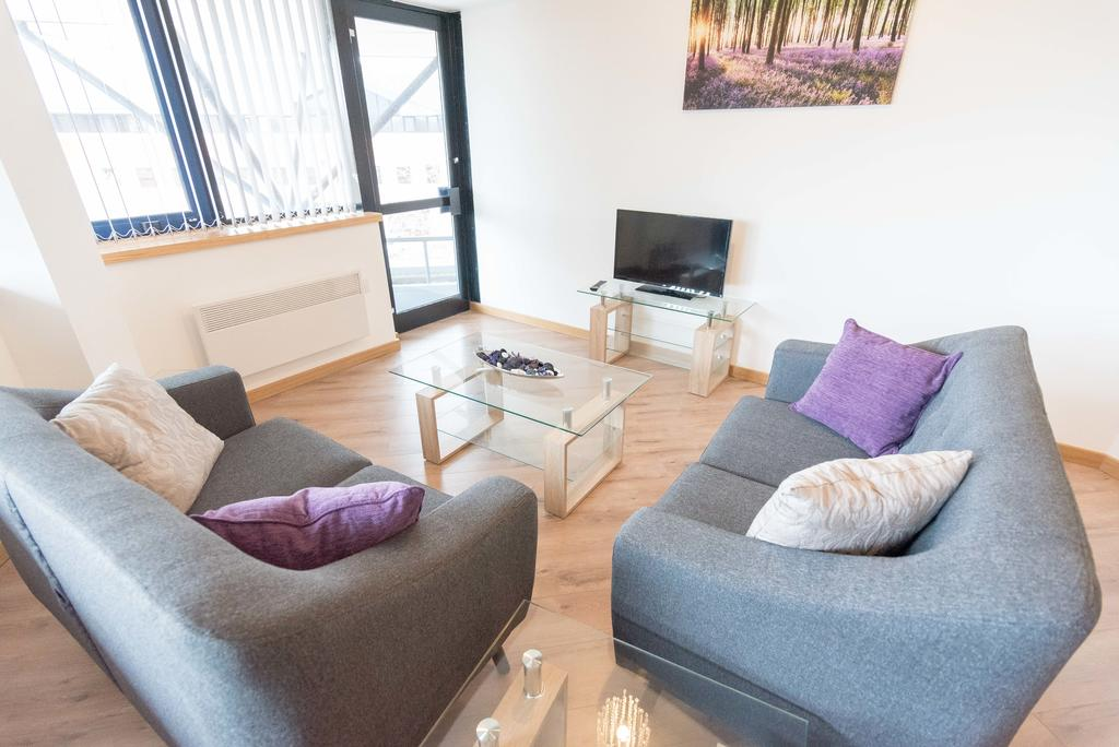 Corporate-Apartments-Swindon---The-Quadrant-Apartments-Near-Swindon-Designer-Outlet---Urban-Stay-11