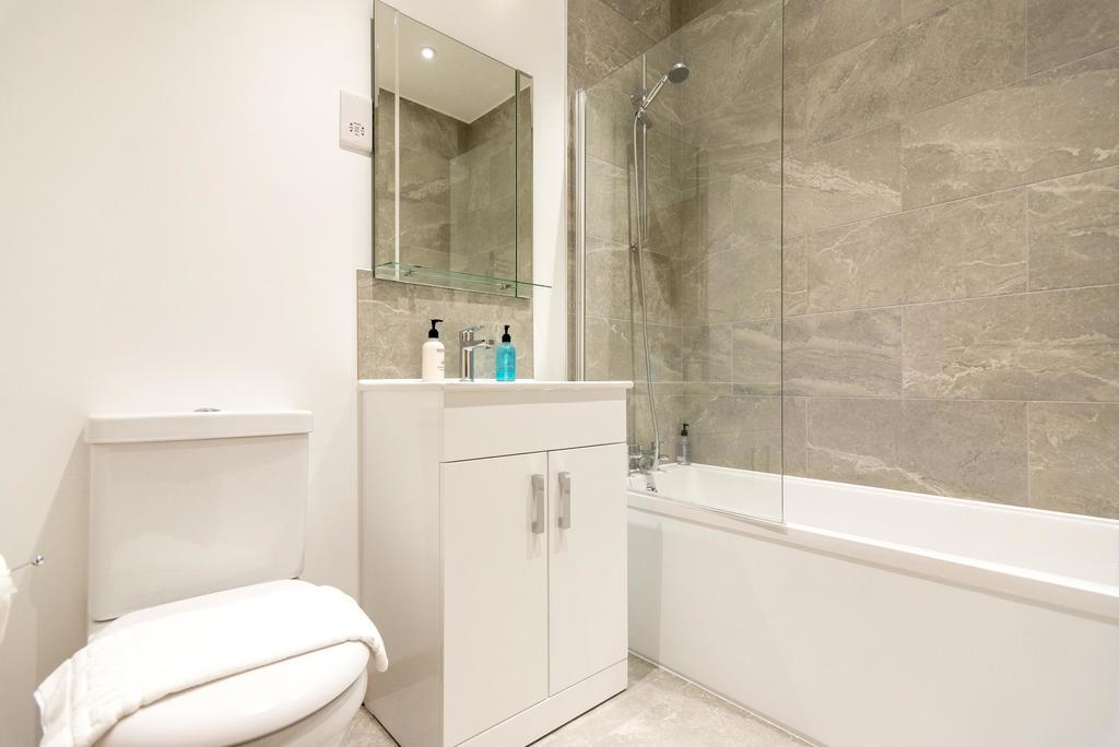 Corporate-Apartments-Swindon---The-Quadrant-Apartments-Near-Swindon-Designer-Outlet---Urban-Stay-15