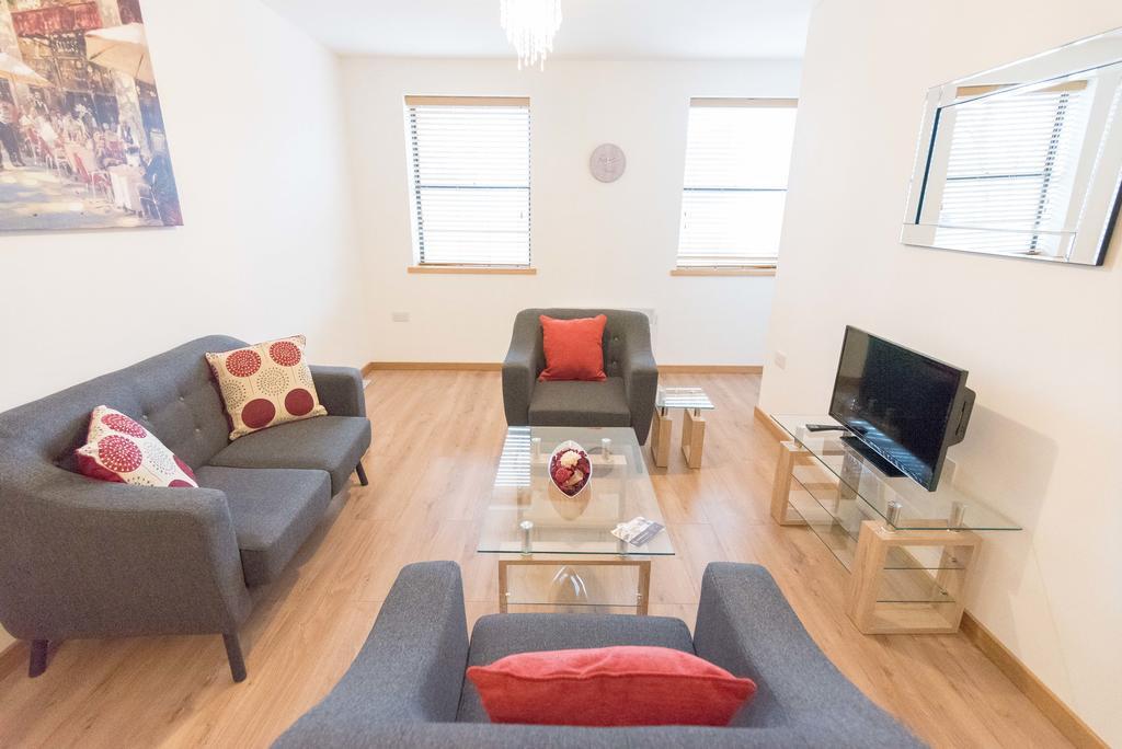 Corporate-Apartments-Swindon---The-Quadrant-Apartments-Near-Swindon-Designer-Outlet---Urban-Stay-16
