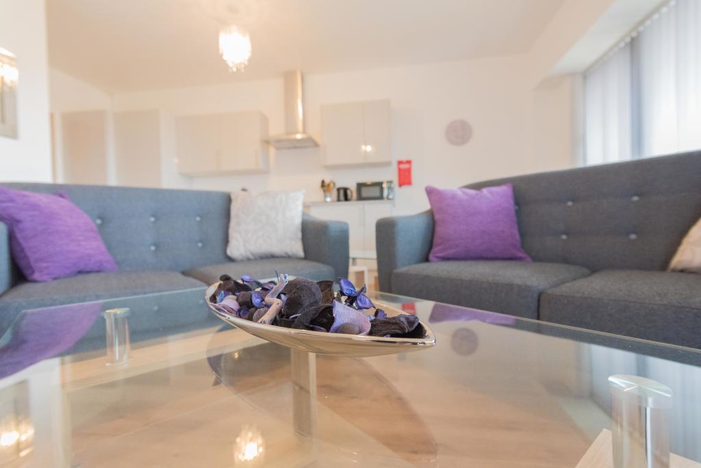 Corporate-Apartments-Swindon---The-Quadrant-Apartments-Near-Swindon-Designer-Outlet---Urban-Stay-18